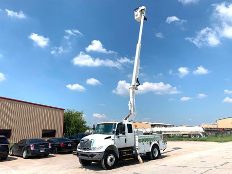 2012 International 4300 DURASTAR BUCKET TRUCK  in Fort Worth, TX