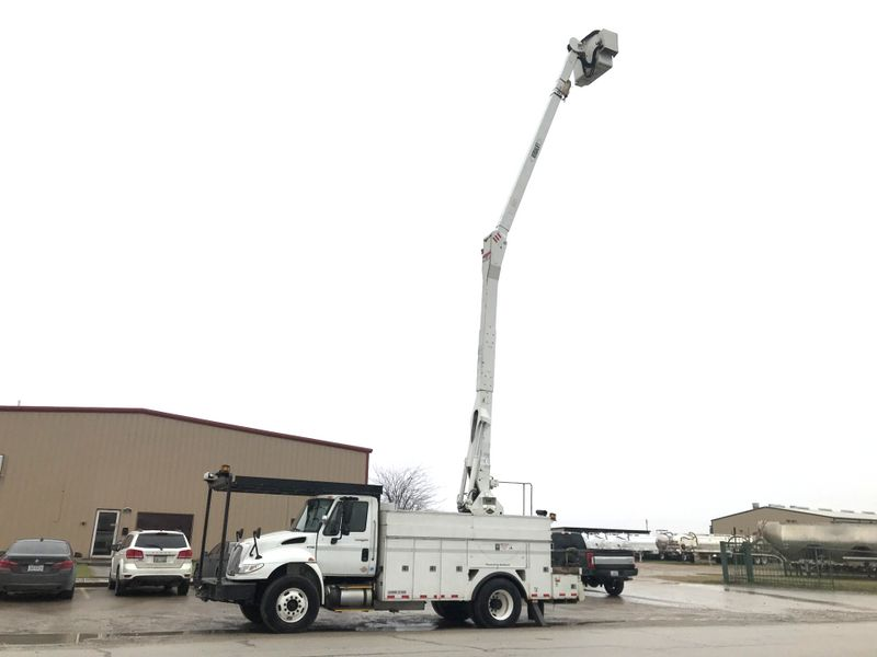 2012 International 4400 BUCKET TRUCK   city TX  North Texas Equipment  in Fort Worth, TX