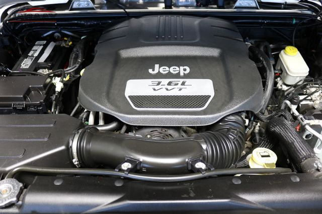 2012 Jeep Wrangler Unlimited Sahara Merrillville, Indiana 8