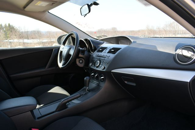 2012 Mazda Mazda3 i Sport Naugatuck, Connecticut 10