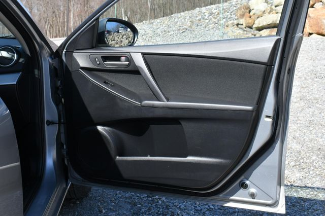 2012 Mazda Mazda3 i Sport Naugatuck, Connecticut 12