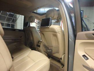 2012 Mercedes Gl450, 3rd Row DVD, B/U CAM, ALL WHEEL DRIVE. READY!~ Saint Louis Park, MN 23