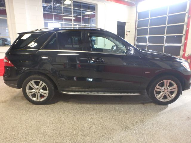 2012 Mercedes Ml350, Awd, LOADED, LUXURIOUS, TIGHT, STUNNING!~ Saint Louis Park, MN 1
