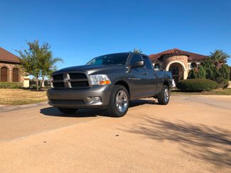 2012 Ram 1500 5.7L HEMI 4X4 4-DOOR CREW QUAD CAB SUPER LOW MILES in Houston, TX 77086