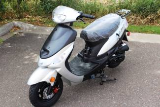 2016 Taotao Speedy 49cc Moped / Scooter in Crate Blaine, Minnesota