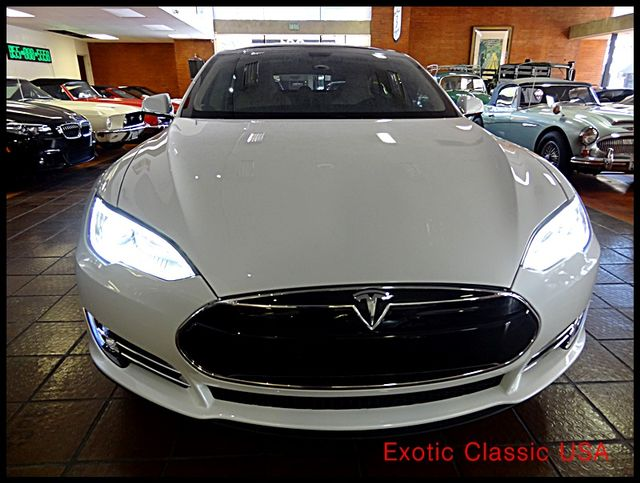 2012 Tesla Model S Signature Performance autographed by Elon Musk San Diego, California 10