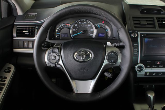 2012 Toyota Camry SE FWD - LEATHER INTERIOR - ONE OWNER! Mooresville , NC 4