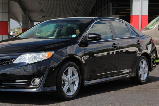 2012 Toyota Camry SE FWD - LEATHER INTERIOR - ONE OWNER! Mooresville , NC 25