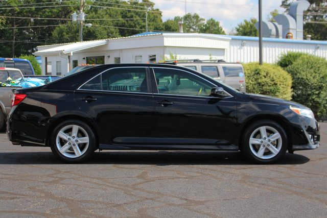2012 Toyota Camry SE FWD - LEATHER INTERIOR - ONE OWNER! Mooresville , NC 13