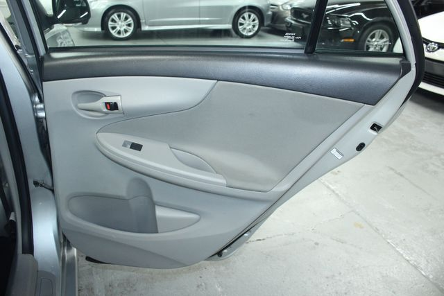 2012 Toyota Corolla LE Kensington, Maryland 35