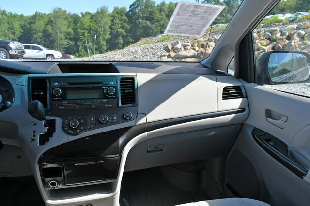 2012 Toyota Sienna LE Naugatuck, Connecticut 19