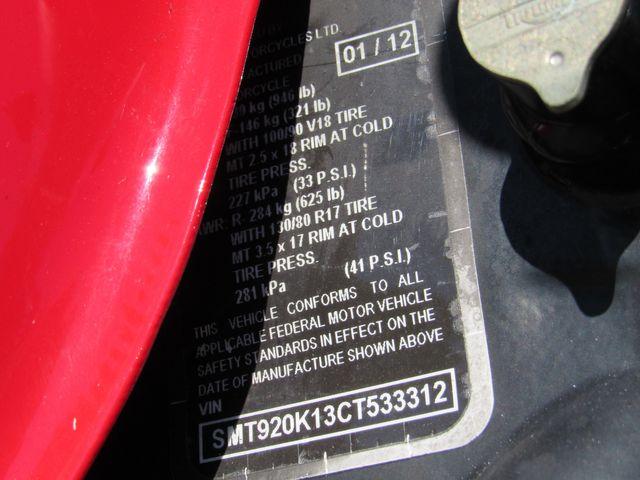 2012 Triumph Thruxton 900 in Dania Beach , Florida 33004