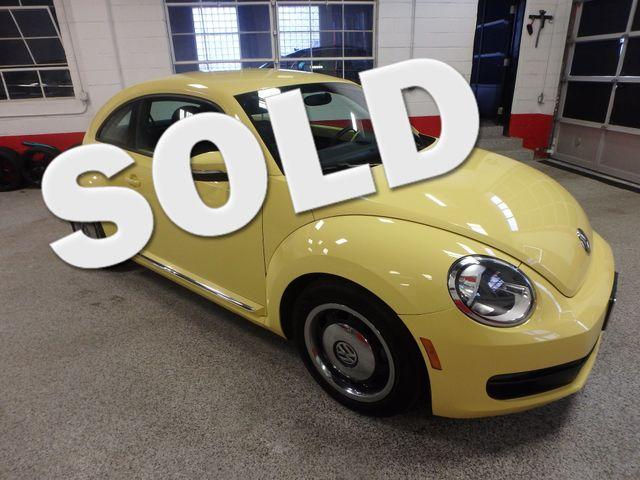 2012 Volkswagen Beetle 2.5L BEAUTY! LOW LOW  MILES!~ LIKE NEW!~ Saint Louis Park, MN
