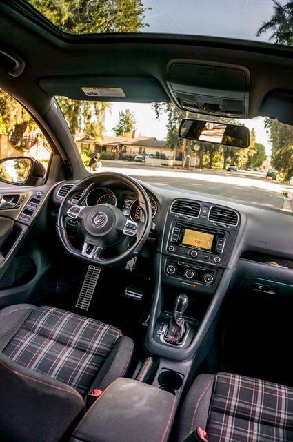 2012 Volkswagen GTI w/Sunroof & Navi PZEV Reseda, CA 37