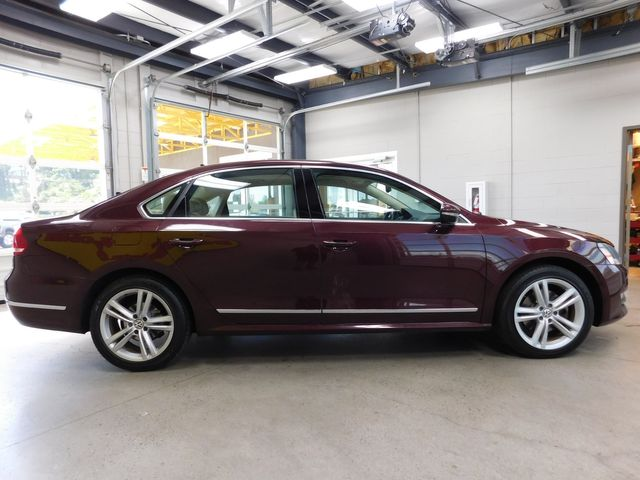 2012 Volkswagen Passat TDI SE w/Sunroof & Nav in Airport Motor Mile ( Metro Knoxville ), TN 37777