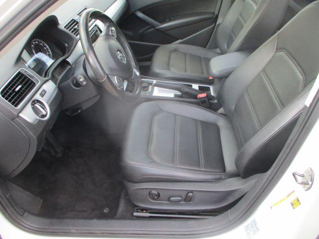 2012 Volkswagen Passat SE w/Sunroof & Nav Farmington, MN 1