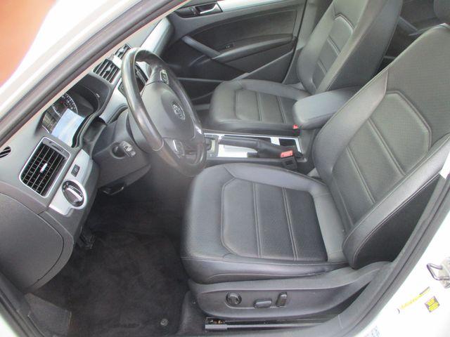 2012 Volkswagen Passat SE w/Sunroof & Nav Farmington, MN 2