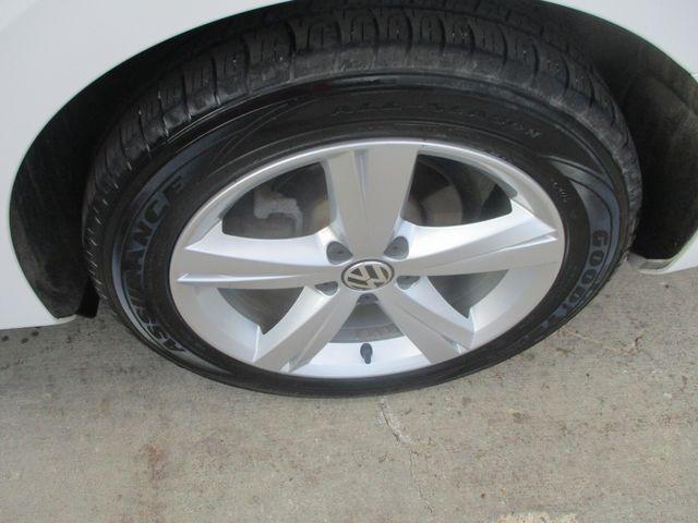 2012 Volkswagen Passat SE w/Sunroof & Nav Farmington, MN 7