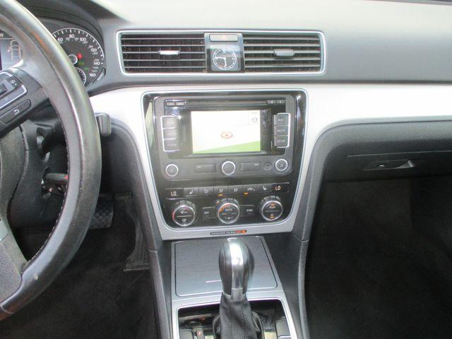 2012 Volkswagen Passat SE w/Sunroof & Nav Farmington, MN 5