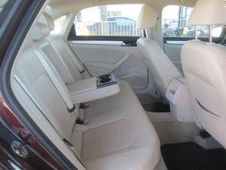 2012 Volkswagen Passat SE w/Sunroof & Nav PZEV Gardena, California 12