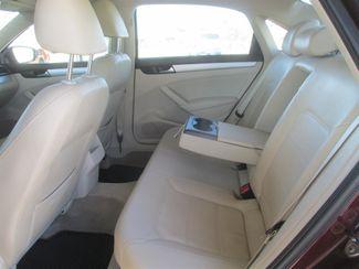 2012 Volkswagen Passat SE w/Sunroof & Nav PZEV Gardena, California 10