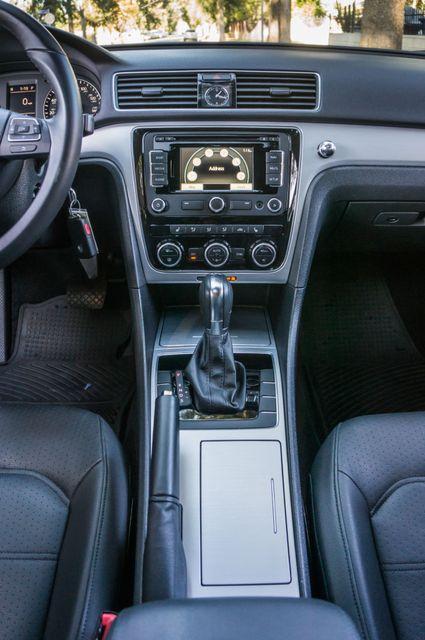 2012 Volkswagen Passat TDI SE w/Sunroof & Nav Reseda, CA 24