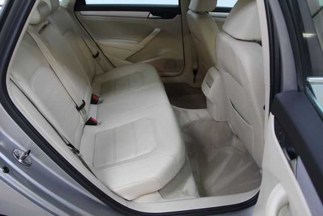 2012 Volkswagen Passat TDI SE w/Sunroof & Nav Richmond, Virginia 24