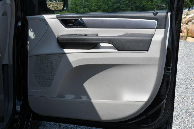 2012 Volkswagen Routan SE Naugatuck, Connecticut 10