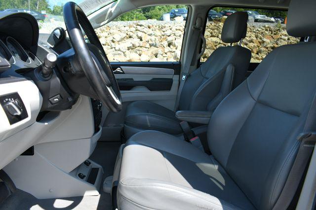 2012 Volkswagen Routan SE Naugatuck, Connecticut 18