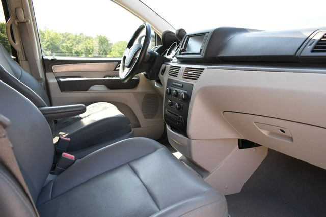 2012 Volkswagen Routan SE Naugatuck, Connecticut 8