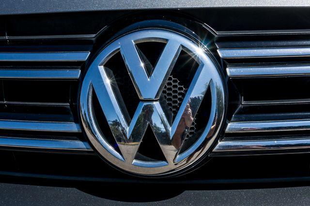 2012 Volkswagen Tiguan SE w/Sunroof  Nav Reseda, CA 46