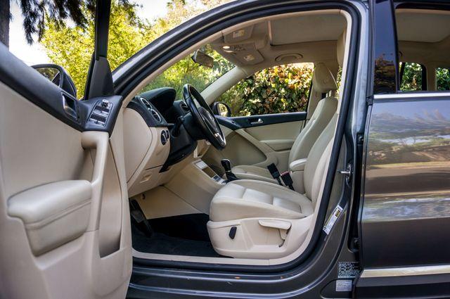2012 Volkswagen Tiguan SE w/Sunroof  Nav Reseda, CA 11