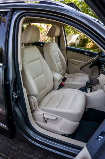 2012 Volkswagen Tiguan SE w/Sunroof  Nav Reseda, CA 31