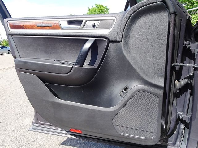 2012 Volkswagen Touareg Lux Madison, NC 25