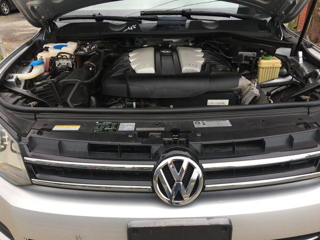 2012 Volkswagen Touareg Sport w/Nav New Brunswick, New Jersey 28