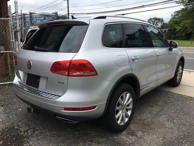 2012 Volkswagen Touareg Sport w/Nav New Brunswick, New Jersey 5