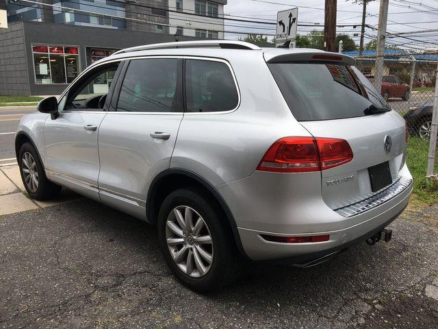 2012 Volkswagen Touareg Sport w/Nav New Brunswick, New Jersey 6