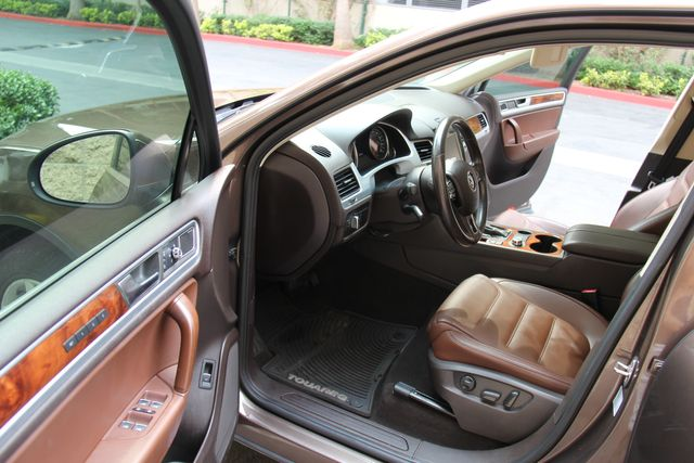 2012 Volkswagen Touareg Exec in Reseda, CA, CA 91335