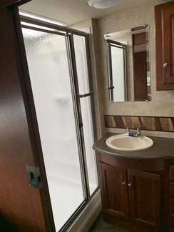 2012 Winnebago Vista 35F   city Florida  RV World Inc  in Clearwater, Florida