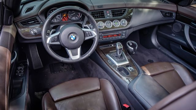 2013 BMW Z4 sDrive35i HARD TOP CONVERTIBLE LEATHER SEATS in Memphis, TN 38115
