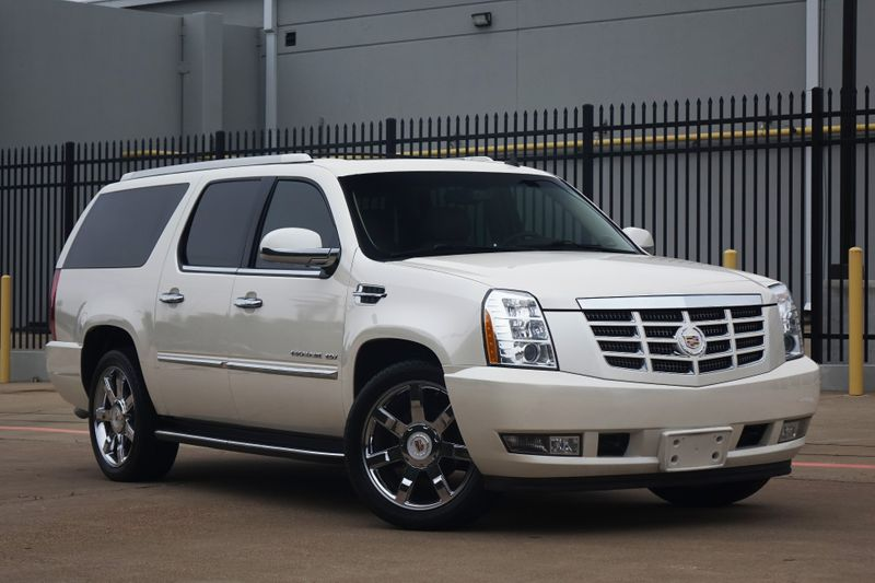 2013 Cadillac Escalade ESV Luxury*DVD*Nav*BU Cam*Sunroof*3 Rows*EZ Finance*** | Plano, TX | Carrick's Autos in Plano TX
