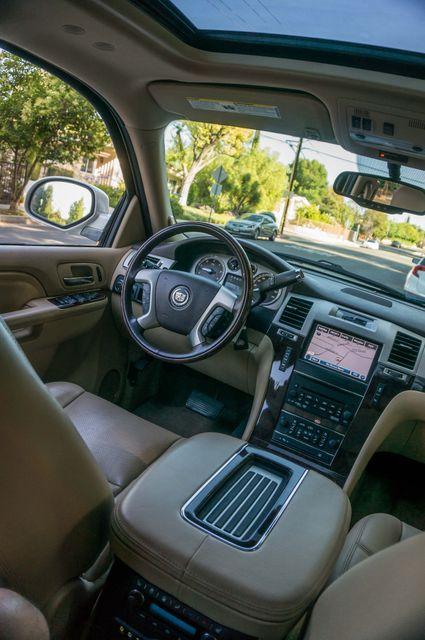 2013 Cadillac Escalade ESV AWD - NAVI - DVD -3RD ROW in Reseda, CA, CA 91335