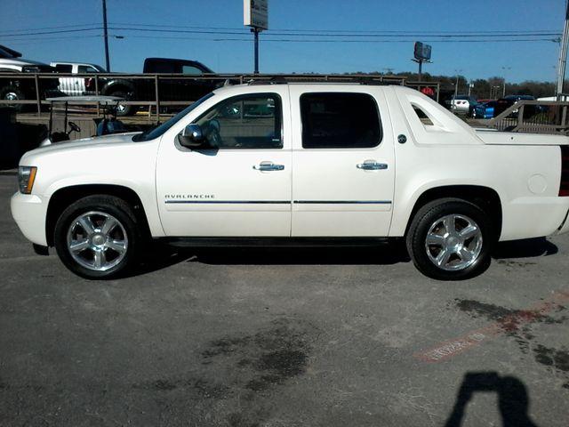 2013 Chevrolet Black Diamond Avalanche LTZ Boerne, Texas 9
