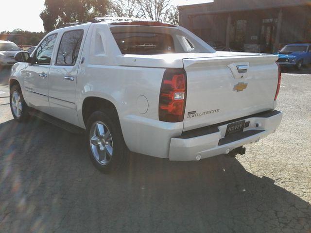 2013 Chevrolet Black Diamond Avalanche LTZ Boerne, Texas 5