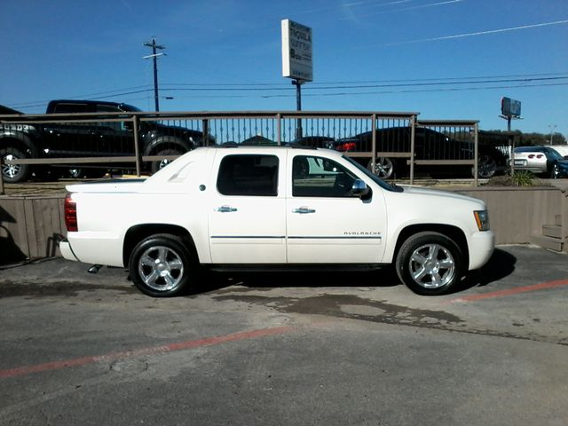 2013 Chevrolet Black Diamond Avalanche LTZ Boerne, Texas 2