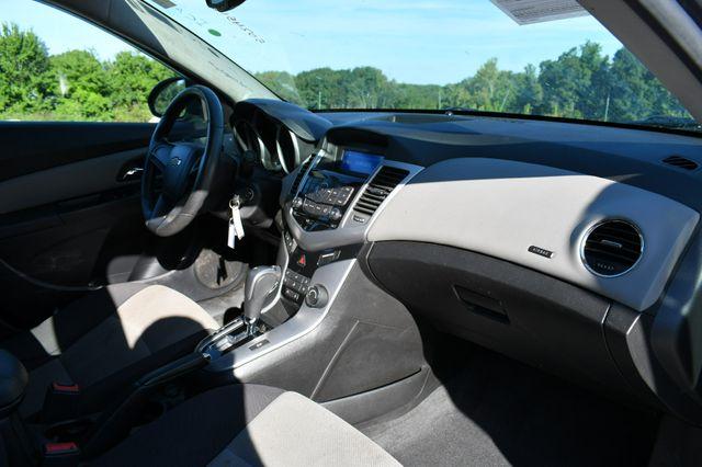 2013 Chevrolet Cruze LS Naugatuck, Connecticut 10