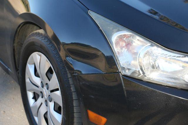 2013 Chevrolet Cruze LS Santa Clarita, CA 28