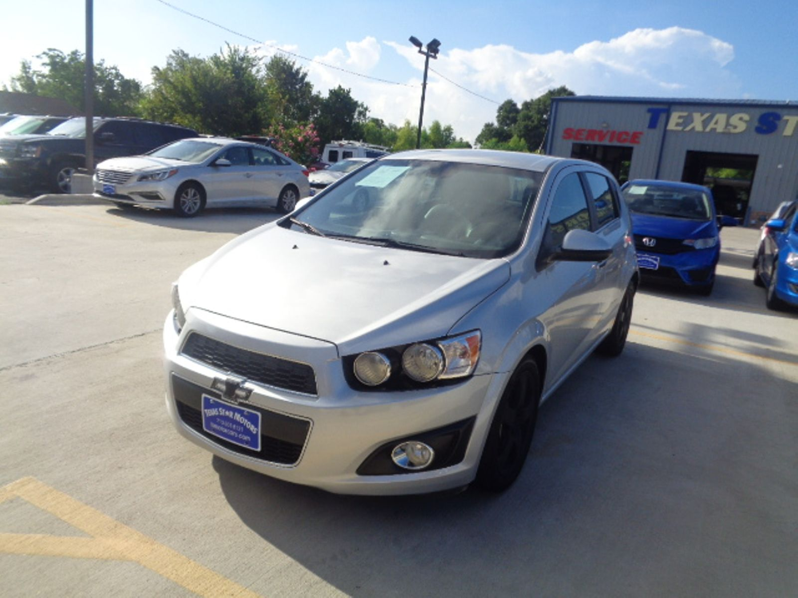 Chevrolet Sonic Owners Manual: Daytime Running Lamps (DRL)