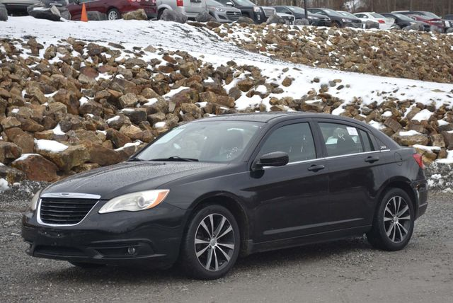 2013 Chrysler 200 Touring Naugatuck, Connecticut