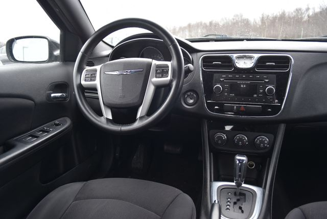 2013 Chrysler 200 Touring Naugatuck, Connecticut 10